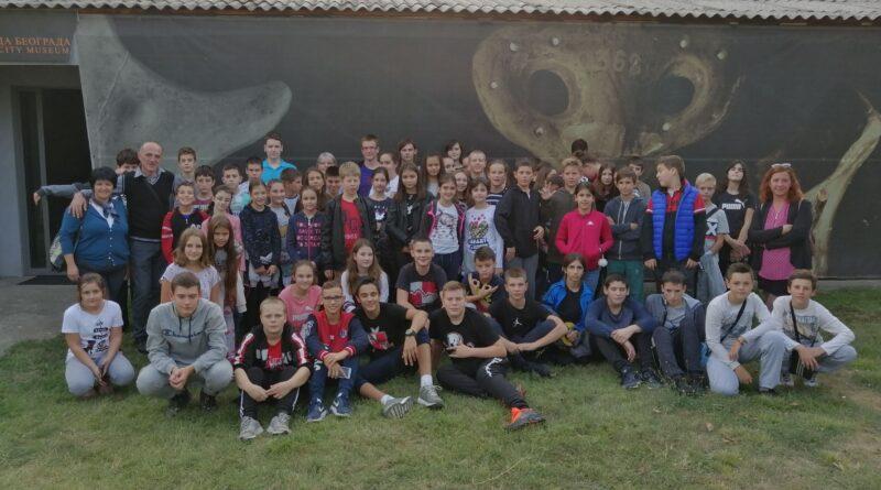 """PUTEVIMA NAUKE: Đaci iz """"Dositeja"""" posetili Institut u Vinči"""