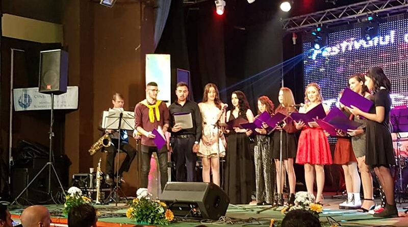 """Ediţia a XXXI-a a Festivalului de Muzică Uşoară """"Tinereţea Cântă"""""""