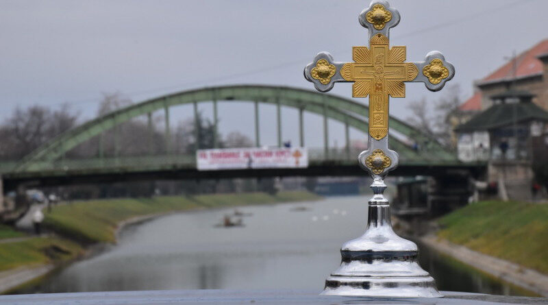 12. BOGOJAVLJENSKO PLIVANjE ZA ČASNI KRST NA JEZERU KOD KULTURNOG CENTRA