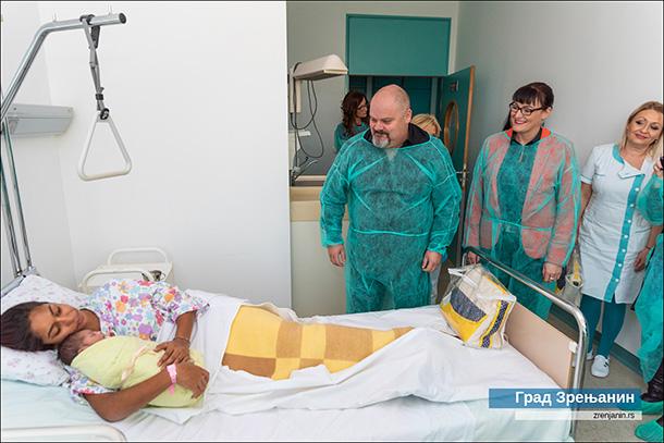 AMELA PRVA BEBA U NOVOJ 2020. GODINI: Gradonačelnik posetio Porodilište zrenjaninske Bolnice