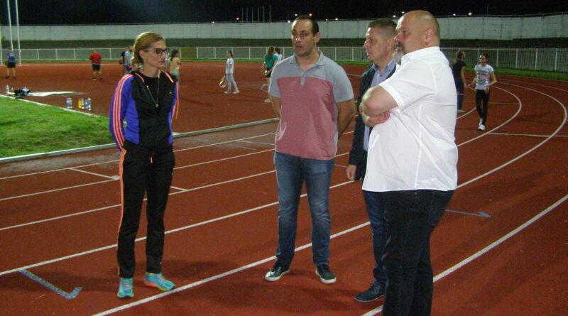GRADONAČELNIK POSETIO GRADSKI STADION: Ulaganja u sportsku infrastrukturu investicija za budućnost