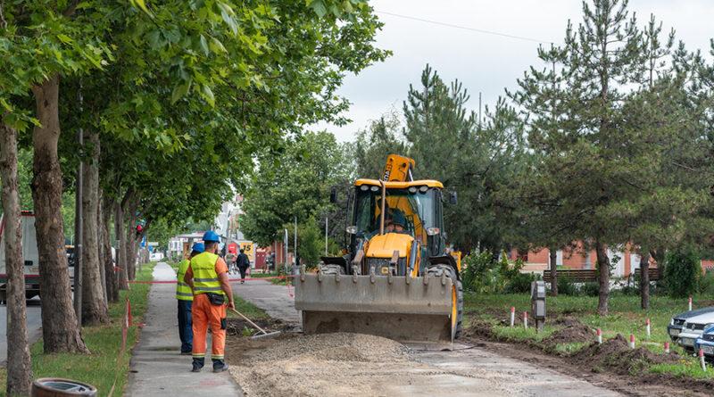 REKONSTRUKCIJA TROTOARA NA BULEVARU VELJKA VLAHOVIĆA : Proširenje, uz behaton kocke umesto asfalta