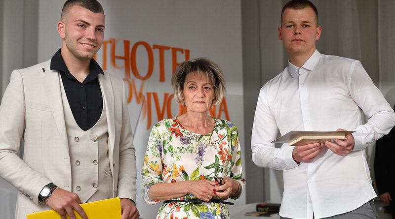 "MATURANTI EKONOMSKO-TRGOVINSKE ŠKOLE ""JOVAN TRAJKOVIĆ"""